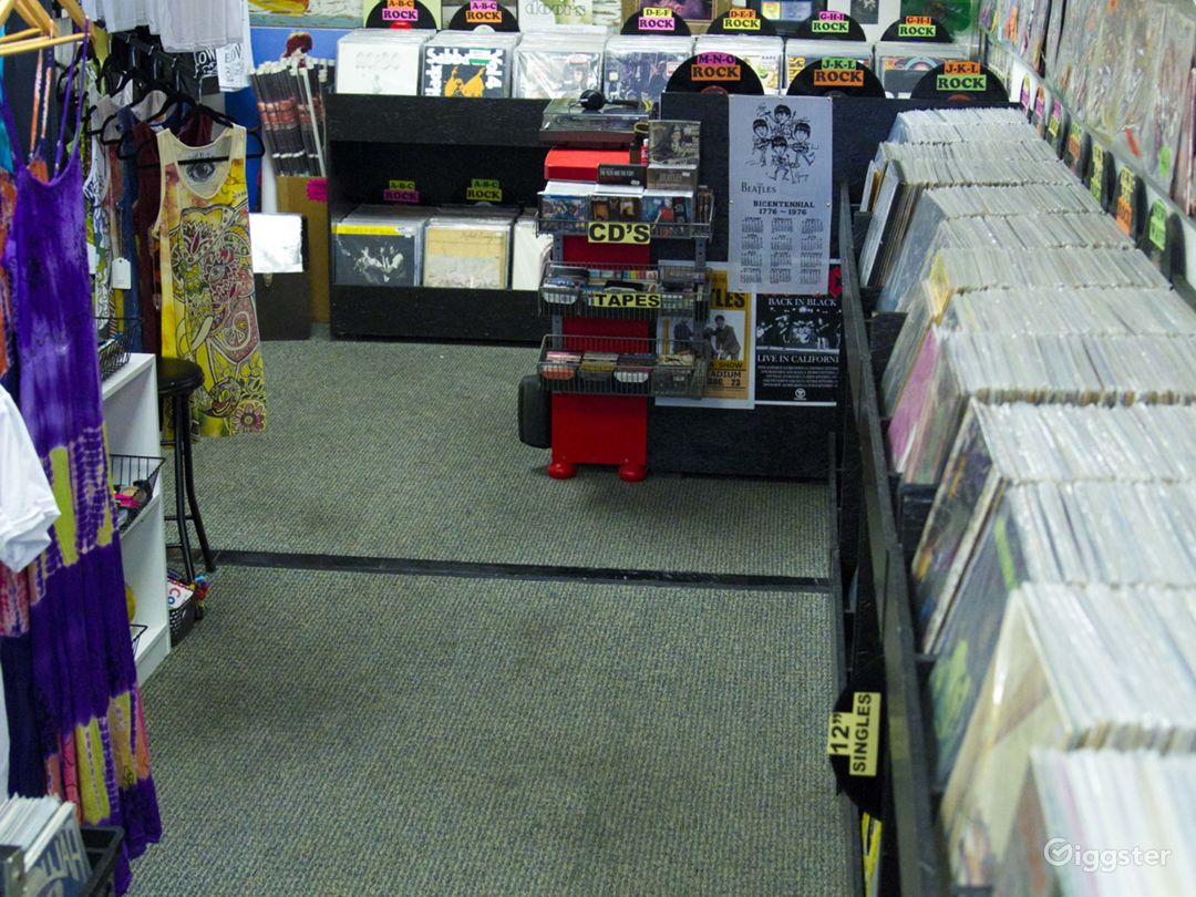 RECORD STORE AVAILABLE FOR LOCATION SETTING  Photo 5