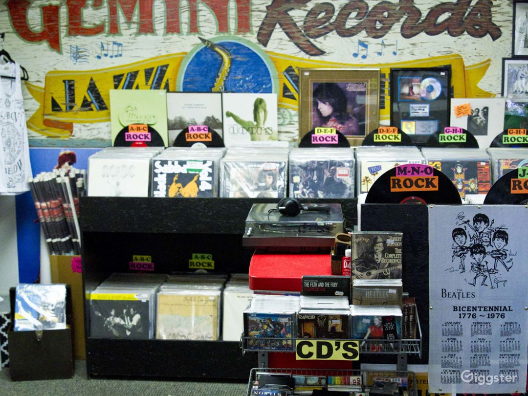 RECORD STORE AVAILABLE FOR LOCATION SETTING  Photo 3
