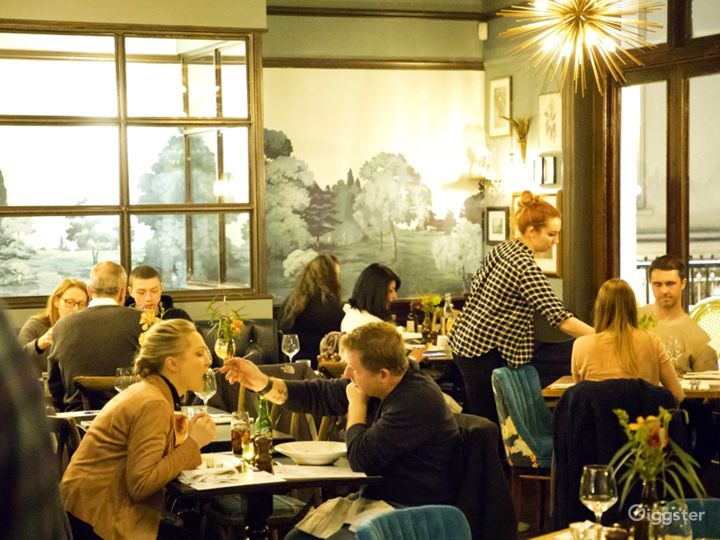 A Place with Warm Ambiance in London Photo 2