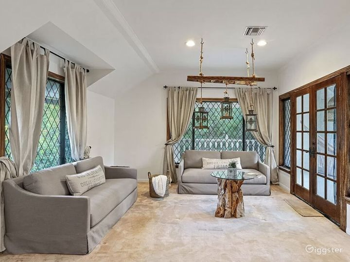 Gated Beverly Hills mansion Photo 5