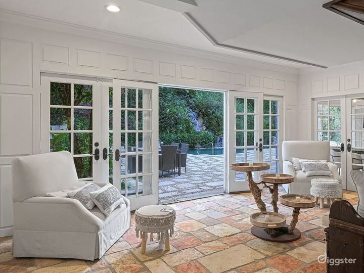 Gated Beverly Hills mansion Photo 4
