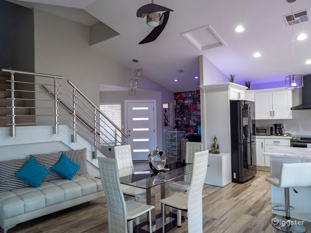 Contemporary house by Downtown Chandler Photo 1