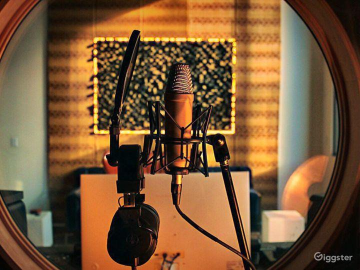 "Gears:  Mac Mini 3.2GHz 6-core 8th Gen Core i7 (Memory 64GB)  Native Instruments plug-ins  Universal Audio plug-ins  Interface Samsung 32"" LED Curved Monitor Vox AC30S1 30W 1x12 tube guitar Amp  Boss GT6 Guitar effect  PreSonus Audio"