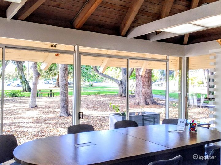 The room provides lots of natural light. 2 sliding doors can be opened for fresh air.