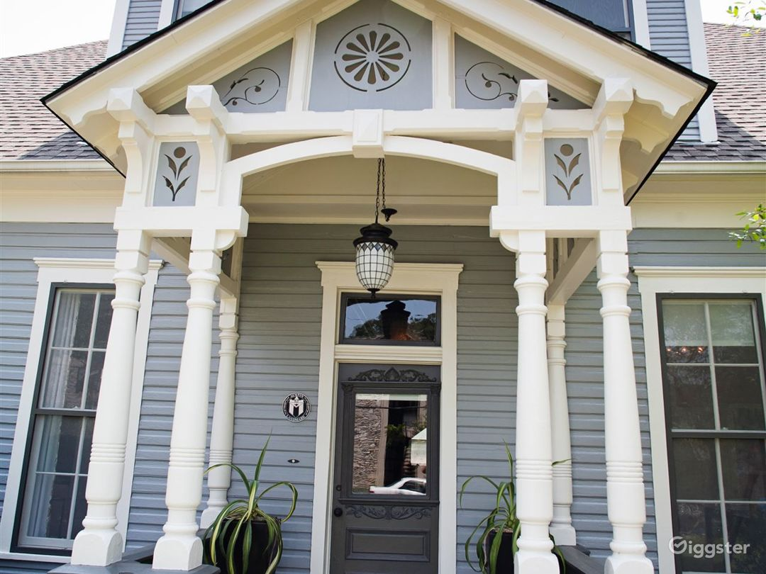 Victorian structure house Photo 2