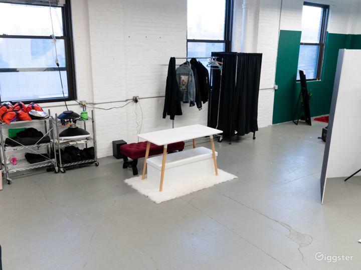 Spacious Modern Photo Studio and Room Set Photo 2