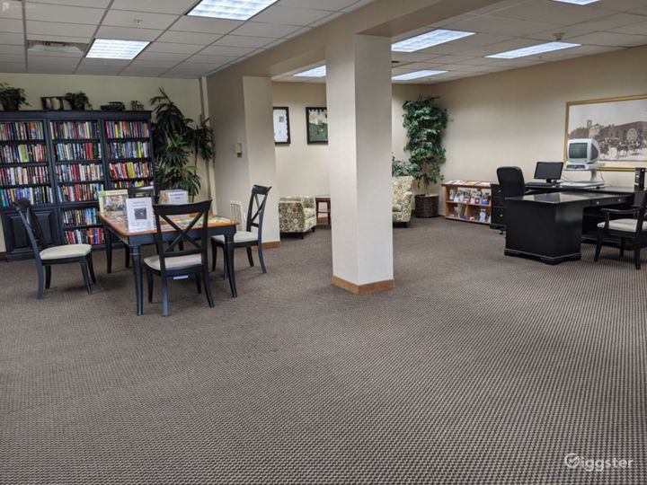Capacious Library Type Meeting Room in San Mateo Photo 3