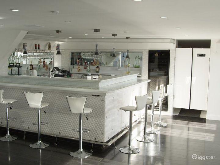 Lounge/Rooftop Studio B Photo 4