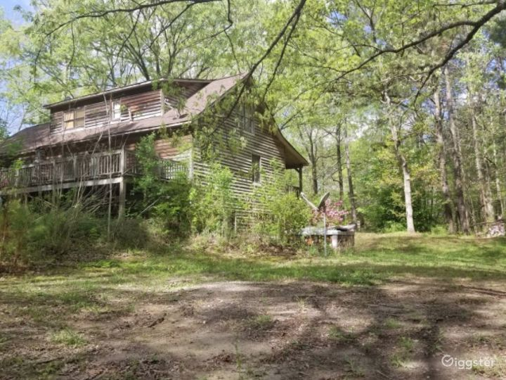 Rustic Style Home on Wooded Acres Photo 2