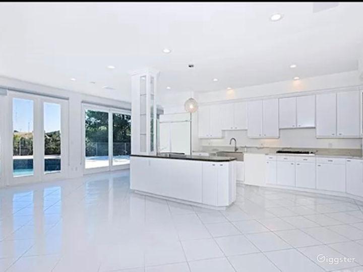 Bright Miami style pool & view  Photo 2
