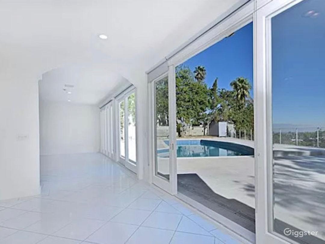 Bright Miami style pool & view  Photo 1