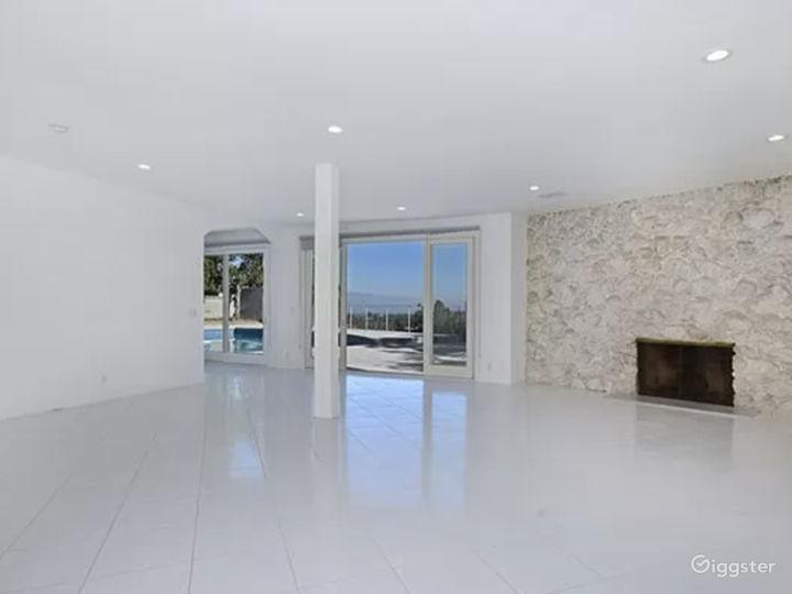 Bright Miami style pool & view  Photo 3