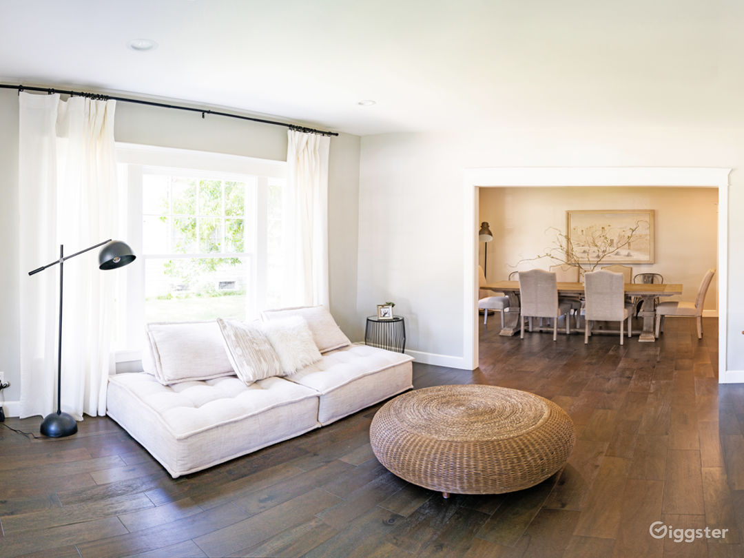 Bright Large Colonial Manor in the Heart of LA Photo 5