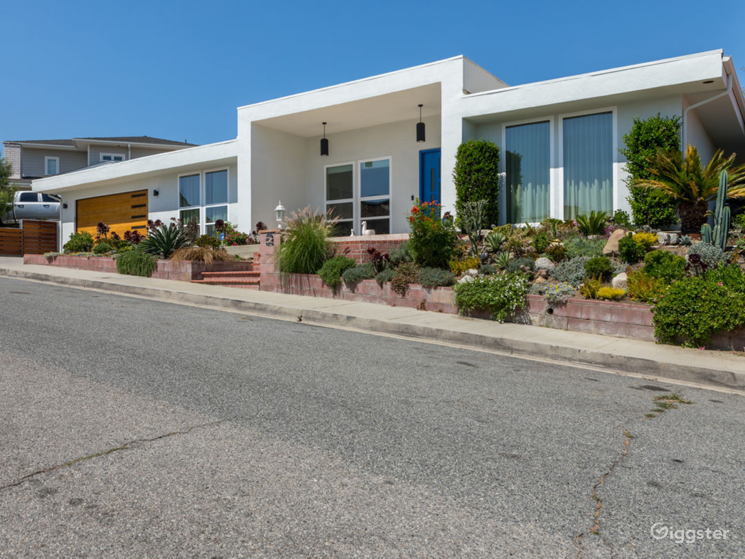 Modern Mid-Century with Pool and Stunning Mountain Views Photo 1