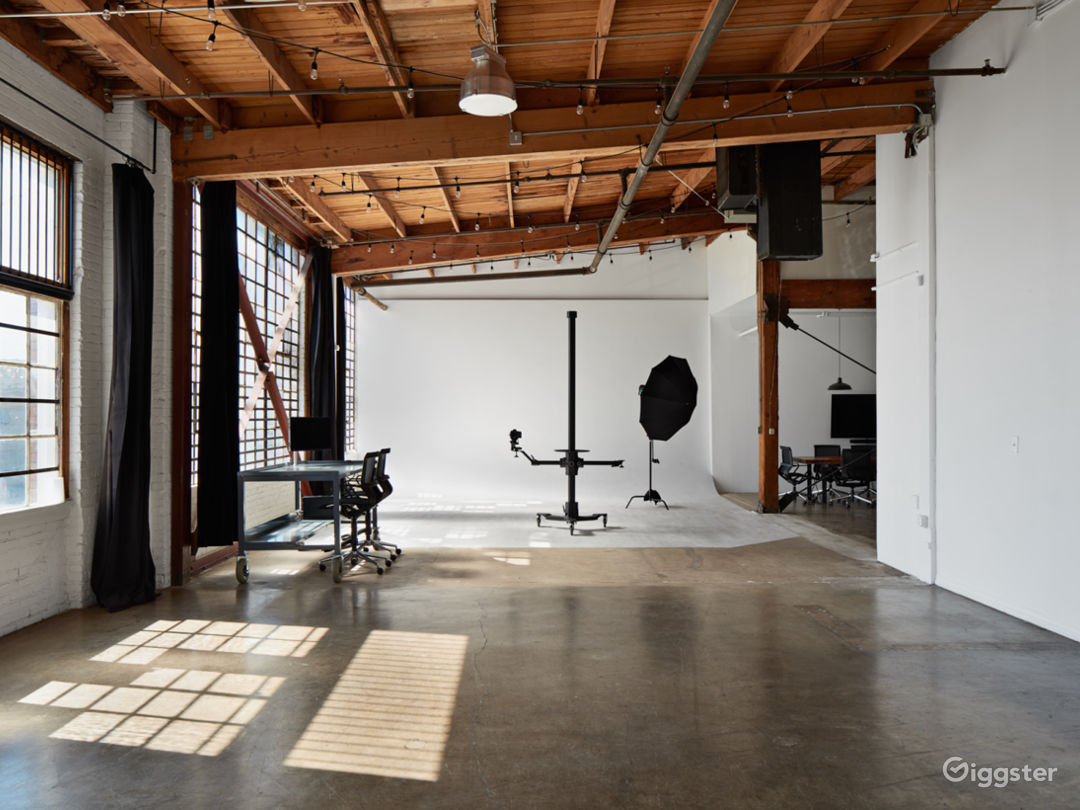 3,000 Sq.Ft. Studio in DTLA w/ Kitchen + White Cyc Photo 1
