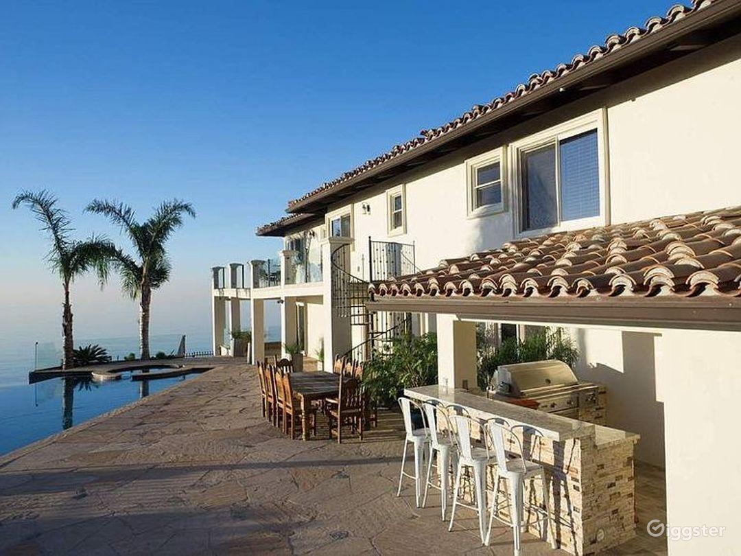 Huge Modern Malibu Oceanfront Estate Photo 5