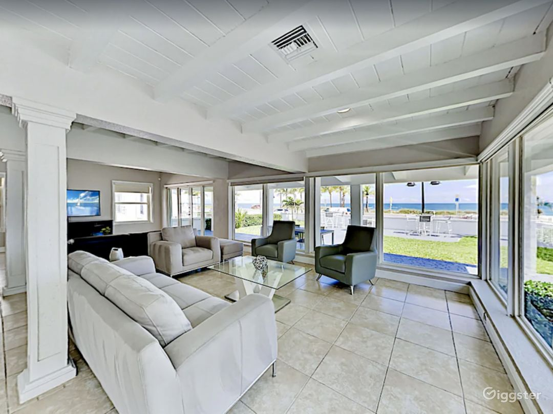 Luxury Sunrise Beach Front House with Pool  Photo 1