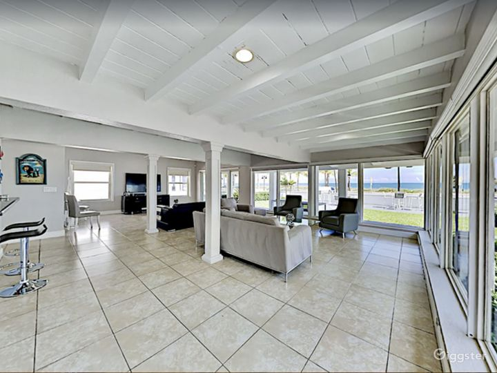 Luxury Sunrise Beach Front House with Pool  Photo 3