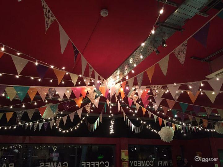 Energetic & Friendly Atmosphere Bar in London Photo 3