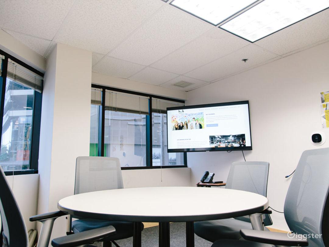 Corner Meeting Room Photo 1