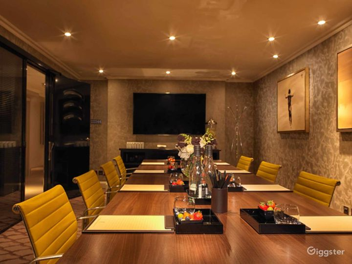 Ultimate Private Suite 9 in Mayfair, London Photo 2