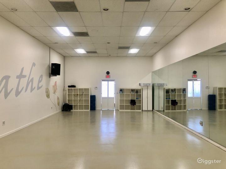 Warm Yoga Studio with Sound System Photo 4