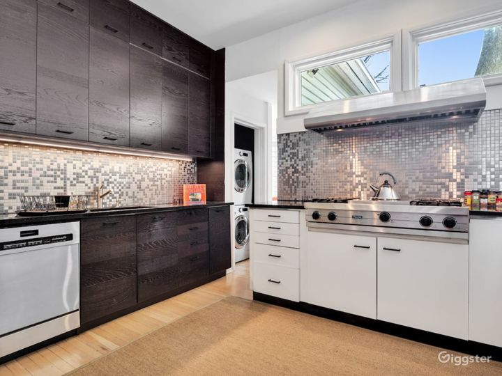 Swanky Midtown Apartment by Ponce Photo 4