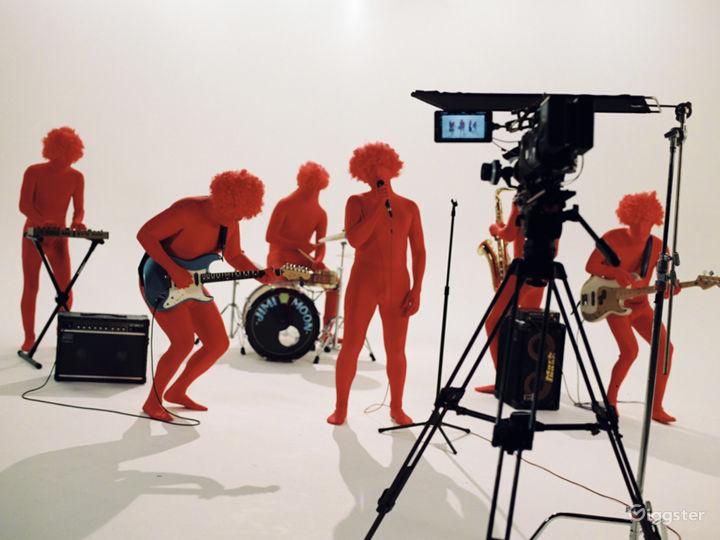 7000 sqft Film Video & Photo studio w/ Pre lit Cyc Photo 5