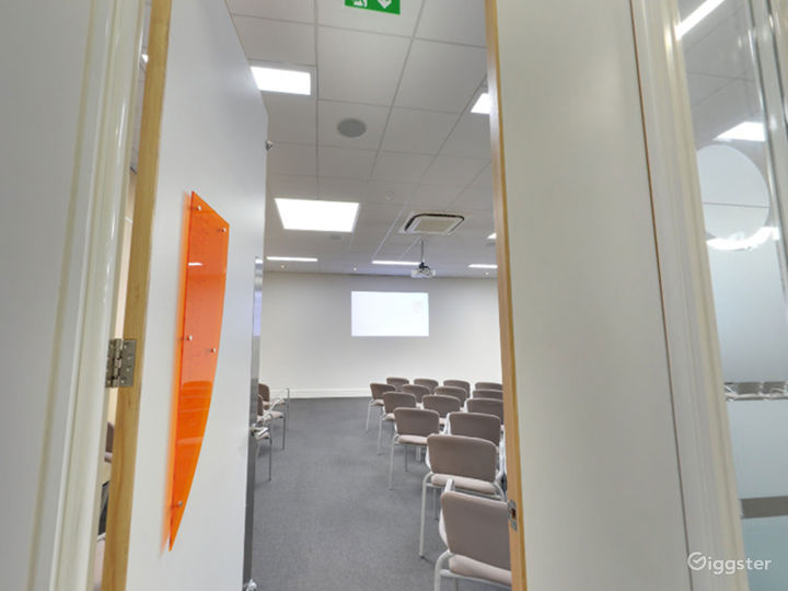 Flexible, Modern Air Room in London Photo 3