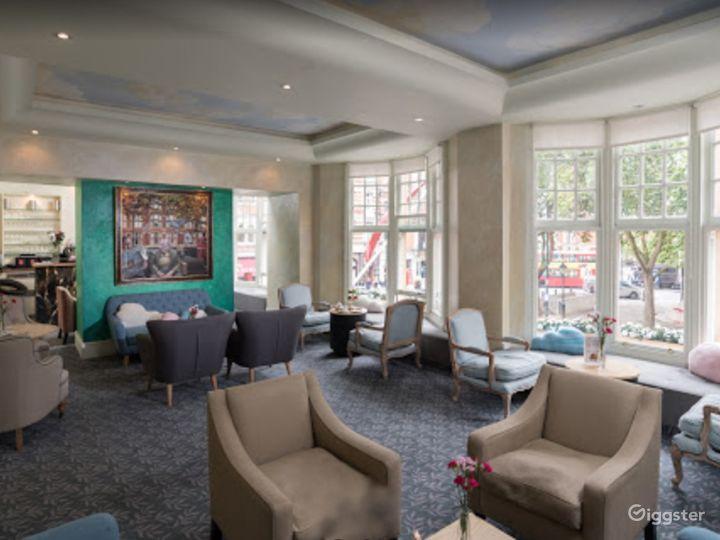 Cozy Hotel Lobby Lounge off Sloane Square Photo 2