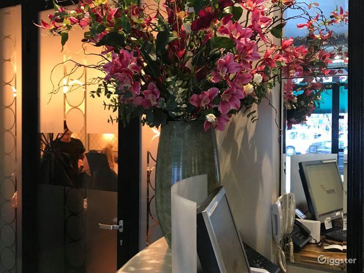 Cozy Hotel Lobby Lounge off Sloane Square Photo 5