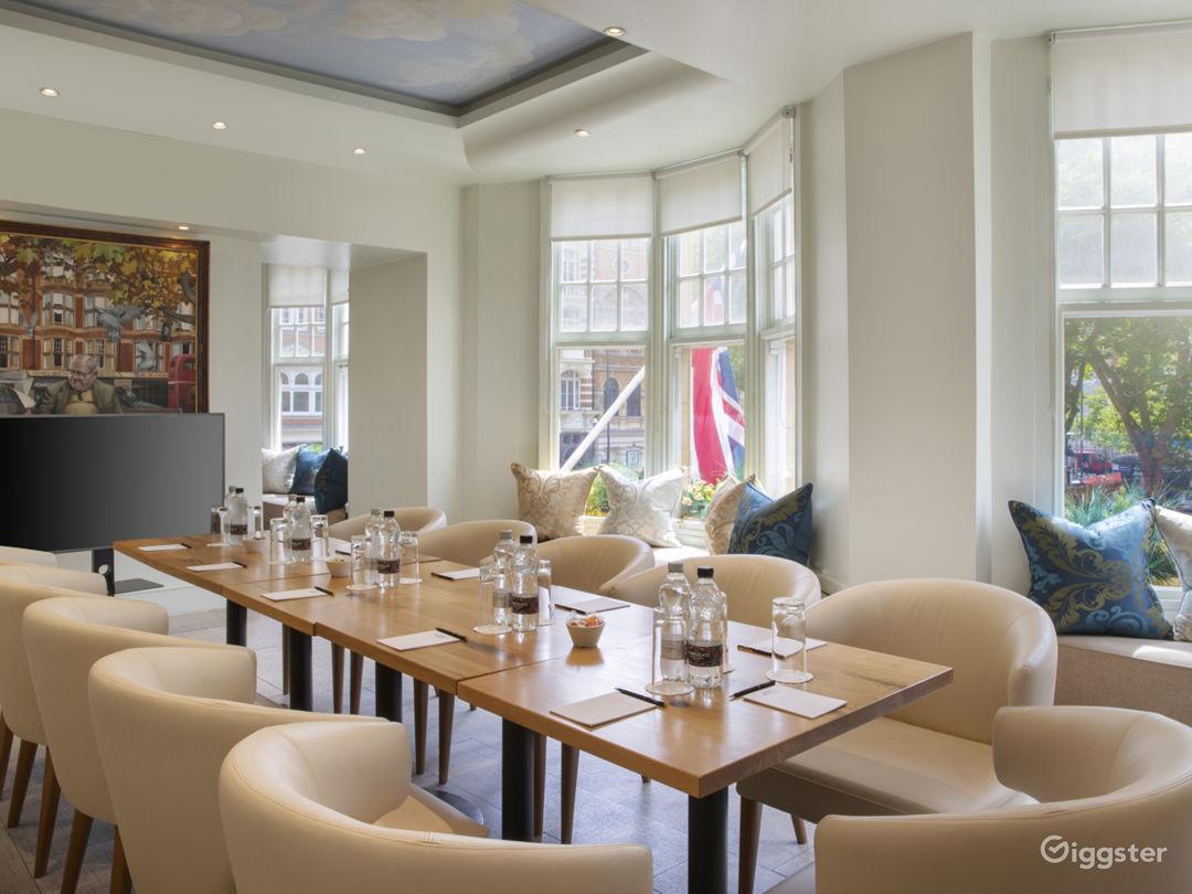 Cozy Hotel Lobby Lounge off Sloane Square Photo 1