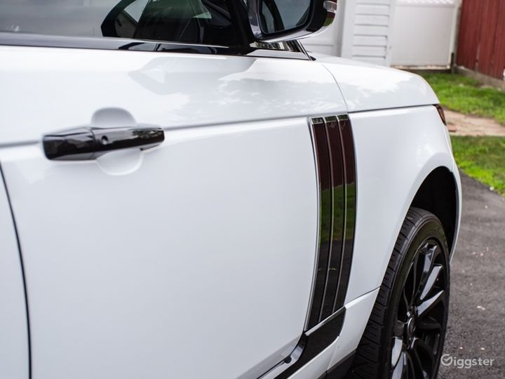 White Range Rover Supercharged Photo 3