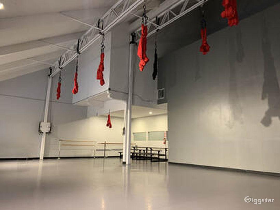 Well-lit Dance Studio IV in Woodland Hills Photo 1