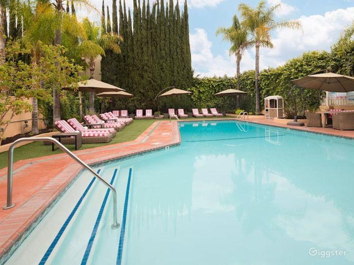 Spacious Pool with Beautiful Beach Chairs  Photo 2