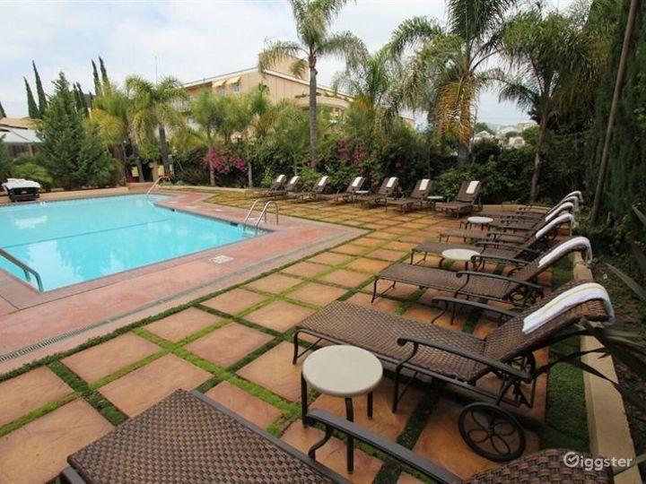 Spacious Pool with Beautiful Beach Chairs  Photo 5
