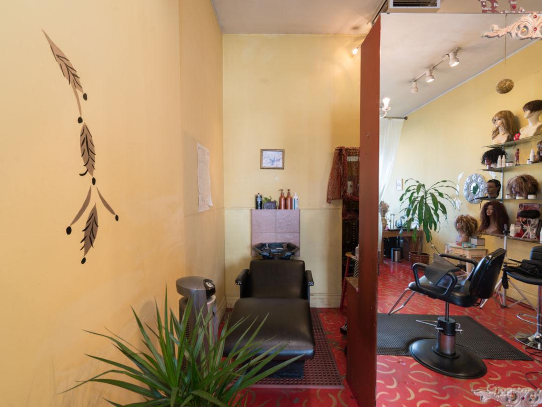 Colorful Beauty Salon Photo 4