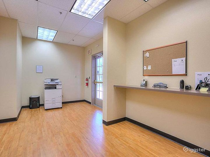 Well-equipped and Clean Office in Albuquerque Photo 4
