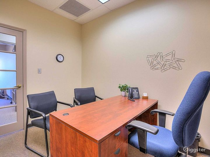 Well-equipped and Clean Office in Albuquerque Photo 2