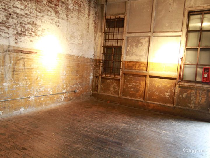 Large loft space: Location 5064 Photo 5