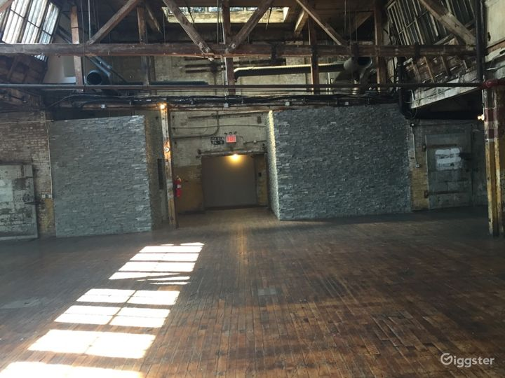 Large loft space: Location 5064 Photo 2