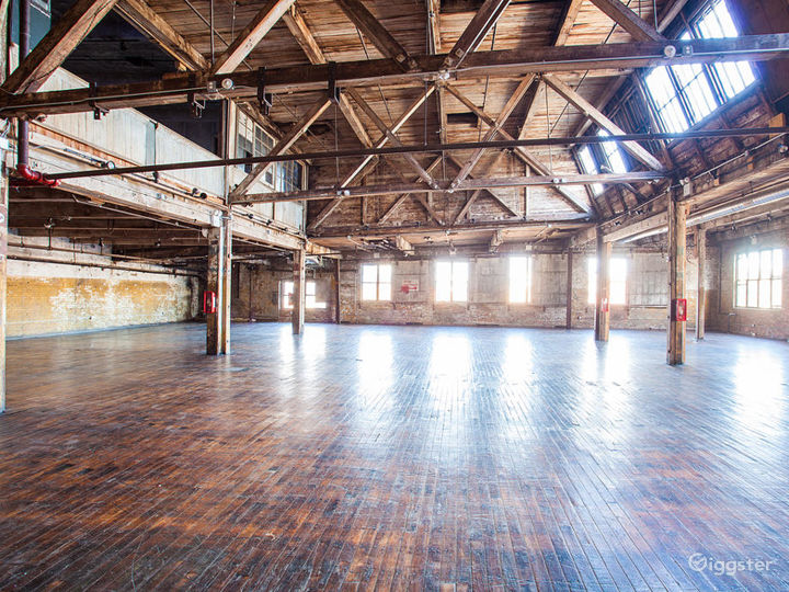 Large loft space: Location 5064 Photo 3