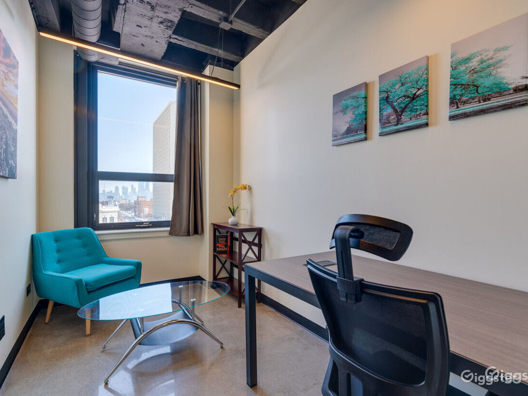 Clean & Private Office for 1-2 in Wicker Park Photo 1