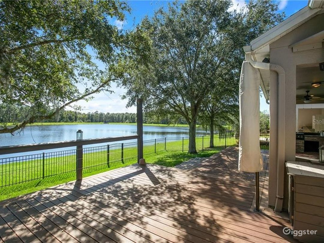 Perfect backyard venue for events or photoshoots. Photo 1