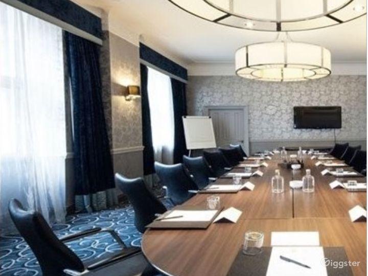 Sophisticated Buchanan Room in Glasgow Photo 5