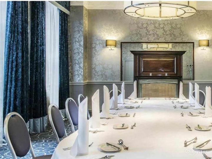Sophisticated Buchanan Room in Glasgow Photo 3