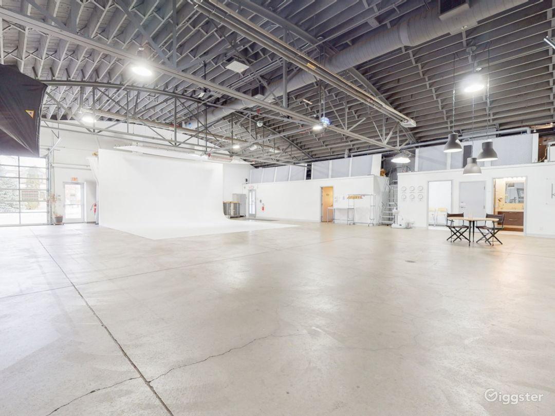 A clean, functional, spacious rental studio Photo 1