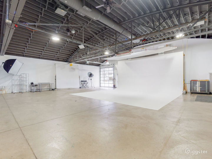 A clean, functional, spacious rental studio Photo 4