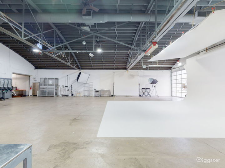 A clean, functional, spacious rental studio Photo 5