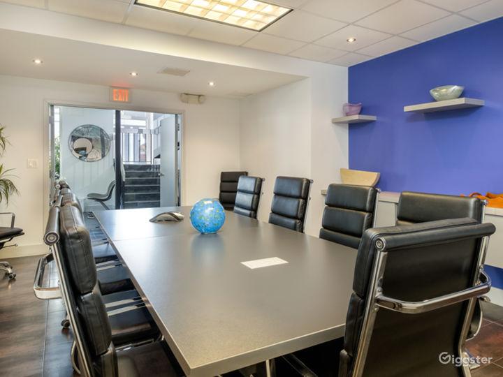 Modern European 12 Seat Board Room Photo 4